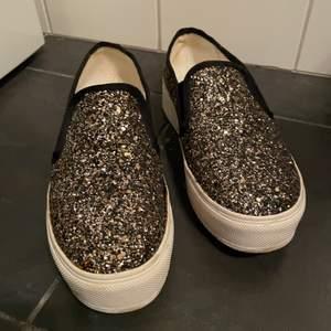 Super fina skor använt fåtal gånger. Säljs pga garderobs rensning 💕💕