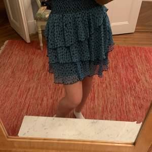 Fin kjol köpt från Zalando, märket är Y.A.S. Endast använd ca 3 ggr och är i ett mycket fint skick.