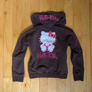 fett söt brun o rosa babykofta från hello kitty 💕🧸