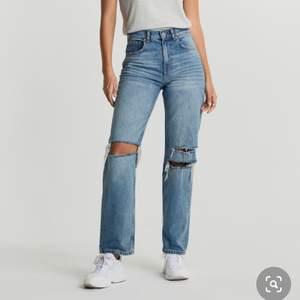 Söker dessa jeansen, i strlk 34. I bra skick.