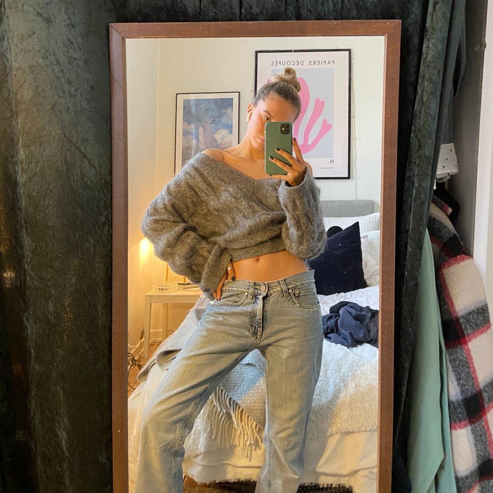 Super fina jeans från acne! Lite för långa för mig som är 164 men går även att sy upp. (Budgivning: Högsta bud 320kr) . Jeans & Byxor.