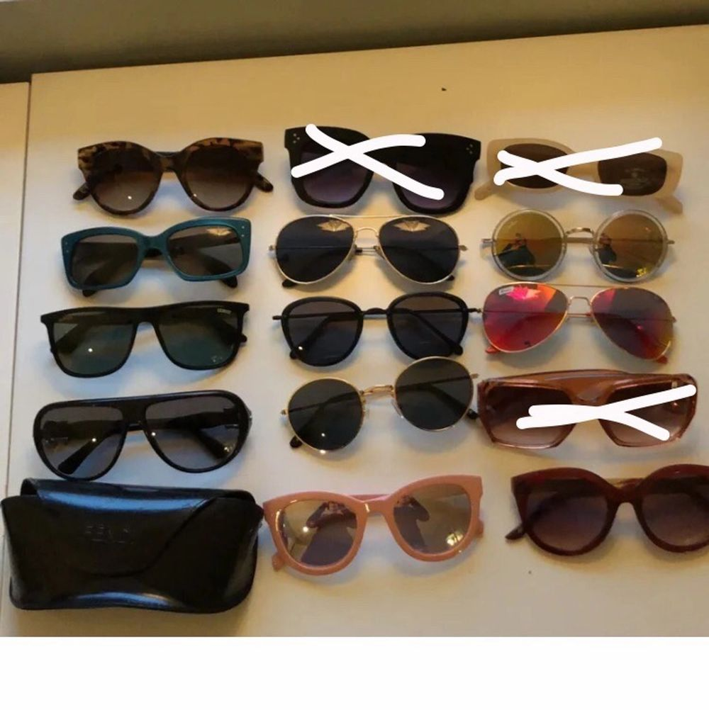 Har en massa solglasögon som jag aldrig använder. Fendi solglasögonen är äkta annars är de blandat med H&M, Lindex, bik bok, asos osv. Skriv o fråga om pris❤️ De svarta längst upp i mitten är sålda. Accessoarer.