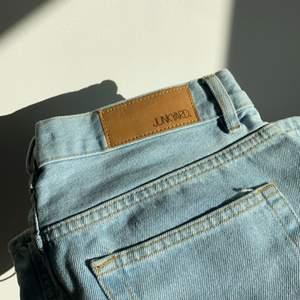 Junkyards wide leg jeans i storlek 28 (Stor S/ liten M) helt nya, lite förstora för mig som är en S, sitter perfekt i längden på mig som är 163 cm, räkna med + 75kr i frakt,