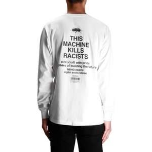 Långärmad t-shirt från neighborhood. Köpt på caliroots för 1000kr. Kom aldrig till användning använd (använd 1-2 gånger), så den är verkligen i nyskick. Köparen står för frakten!  😊