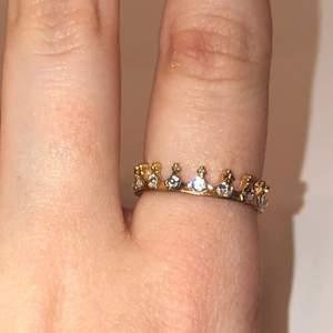 Säljer denna fina ringen. Jättefin. Har inte kommit till användning.