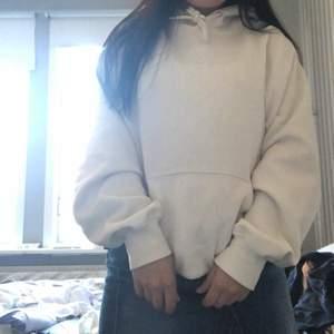hel vit hoodie väldigt skön, frakt 66 spårbar 💕