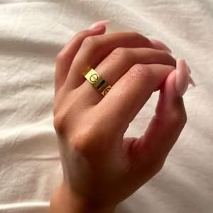 Säljer, denna ring, Cartier. Meddela för mer information