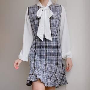 jag o min syster köpte matchande klänningar för en uppvisning, men inte fått användning för den efter det haha. sjukt söt ändå 💖 frakt tillkommmer! budgivning vid flera intresserade! kontakta vid frågor! 💌