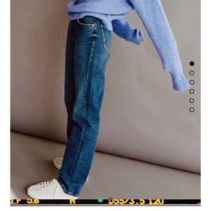 Intressekoll på dessa helt slutsålda jeans från zara. Sparsamt använda och fint skick. Skriv till mig privat💕 om flera är intresserade får man buda. Högsta bud:330