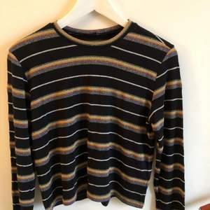 Glittrig tröja från Topshop i strl S. Material: Lite meshliknande. Köparen står för frakten❤️