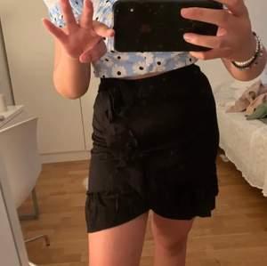 kjol från gina i storlek s!!