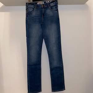 Säljer mina Petrol Industreis Jeans då jag vuxit ur dem. Kostar 629kr på kids brand store. Priset är förhandlingsbart. Köparen står för eventuell frakt.