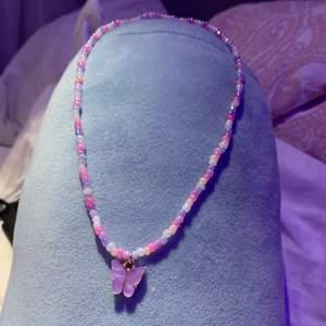 Ett jättegulligt halsband! Har två så säljer den ena💕💕