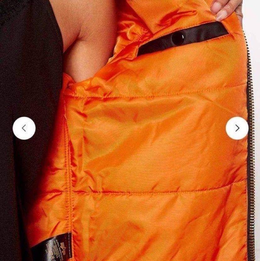 Köp på bubbleroom för 1800 kr, helt ny, kan skickas med spårbar frakt!. Jackor.