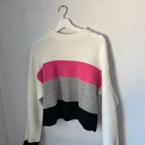 Snygg stickad tröja från Nelly size S, oanvänt skick' frakt ingår