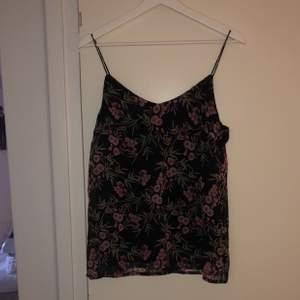 Supergulligt linne, perfekt till sommaren! Säljer för 80kr + frakt!