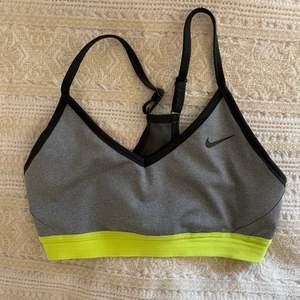 Jättefin sport-bh från Nike. Storlek S. Säljer pga för liten 😊 Pads finns inte 🙈