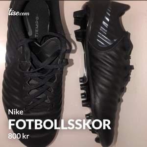 Nike fotbollsskor knappt använda