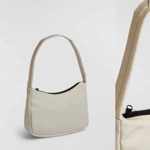 Säljer denna väskan från Gina tricot, superfin och den är i bra skick, köparen står för frakt☺️