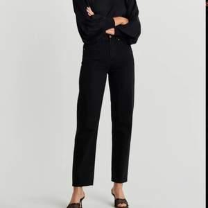 90'S highwaisted jeans från Gina Tricot. Uppspydda hos skräddare så de ska passa mig som är 163. Jättefint skick! 🤍 Frakt tillkommer