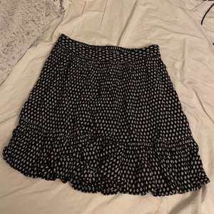 Kjol från Cubus ,storlek 36. Använt en gång ✨