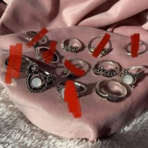 hejsan! jag säljer dessa asfina ringar som tyvärr inte kmr till användning :( priset varierar från 10kr-30kr per ring 🤍 priset kan diskuteras privat, hör gärna av er vid frågor 🤍 köparen står för frakten. Dem som är röd markerade är sålda!