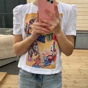 Supersöt T-shirt från Zara med puffärmar👚