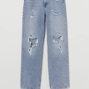 Hej! Jag säljer mina Loose straight High waist jeans i storlek 36. Från H&M. På grund av fel storlek. Endast använda 2 gånger! Nypris: 300. Mitt pris:250. Men om det är många som vill ha de, så blir det budgivning.