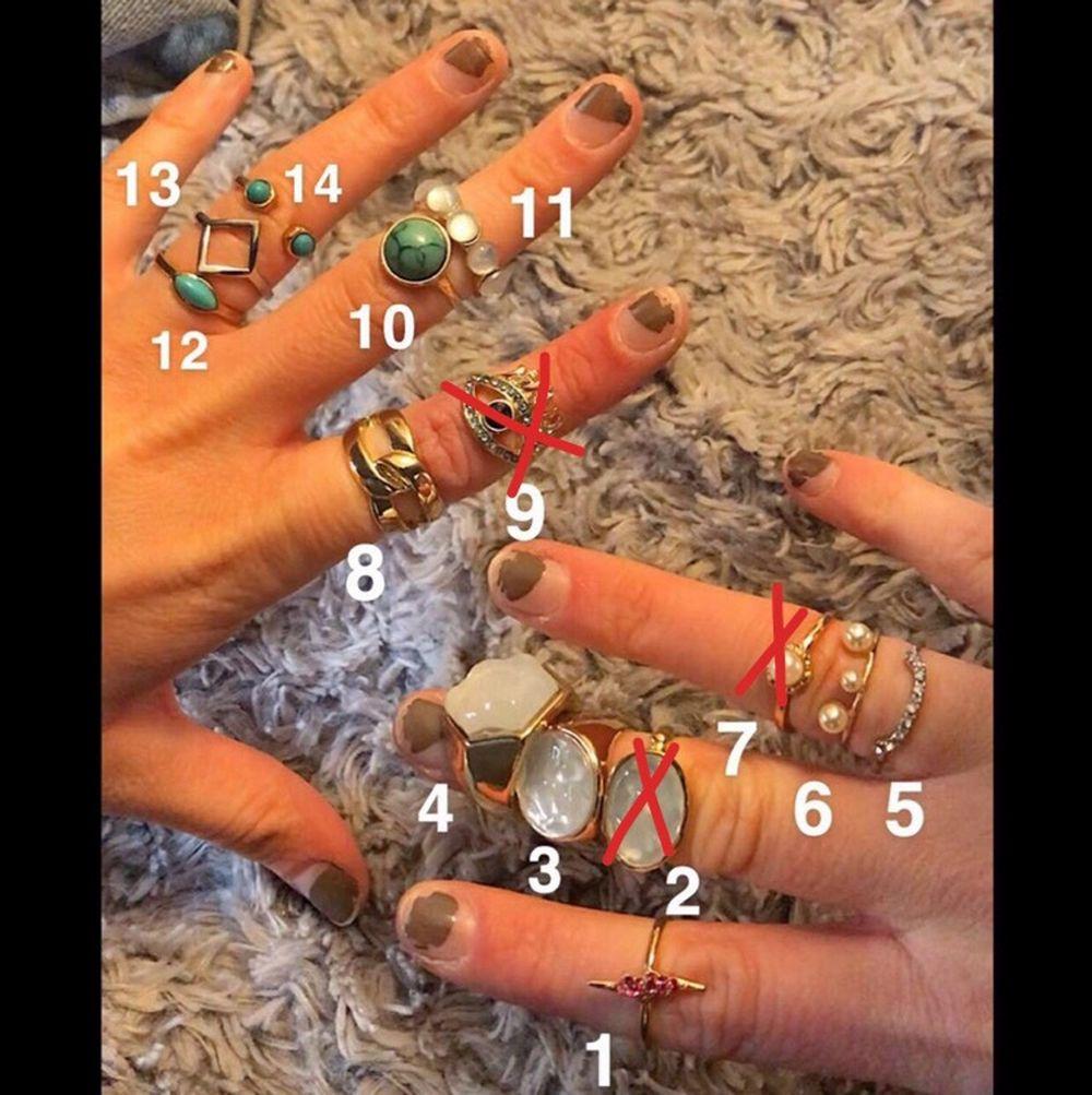 Ringar från olika märken, Gina, h&m, glitter, Åhléns och Ur&Penn. Varje ring har ett eget nummer, köp hur många du vill. 5-10kr styck! 💕💕 små i storlekarna XS/S. Accessoarer.