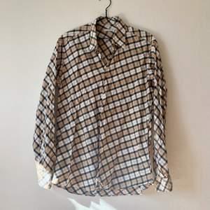 Cool skjorta i fint skick!