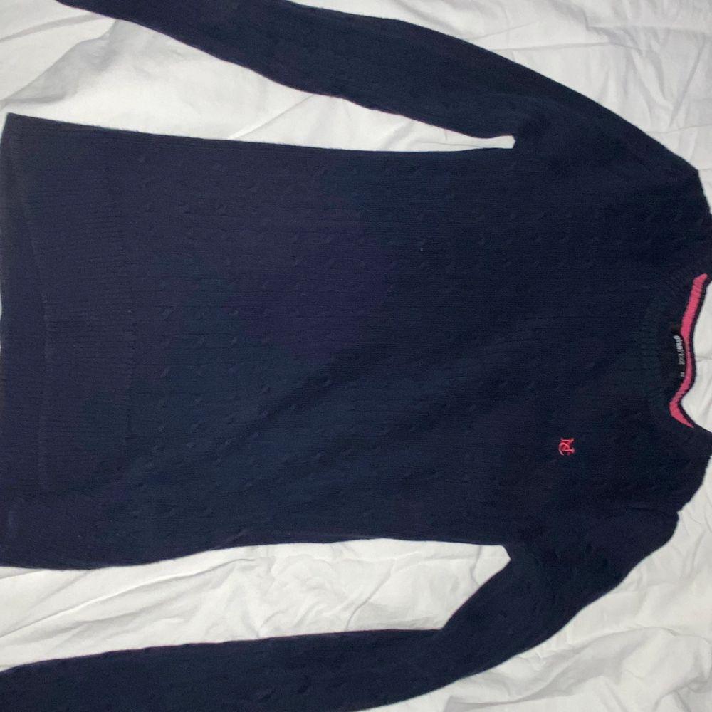 Mörkblå tröja från Gina tricot, storlek xs men passar s . Tröjor & Koftor.