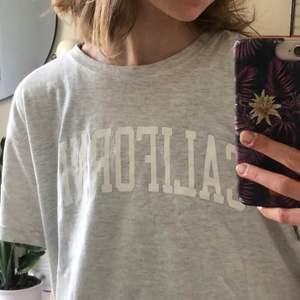 Superskönt t-shirt från Brandy Melville! Köpare står för frakt.