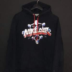 Oldschool Nike hoodie i storlek M