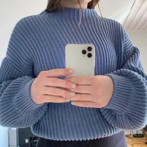 Säljer nu denna fina stickade tröjan från nakd för att den inte kommer till användning längre🤍 Använt fåtalgånger, så den är i väldigt bra skick. 300 + frakt🤍 (finaste färgen nu till sommarn🥰)