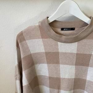 Tunn stickad tröja som passar perfekt till sommarkvällar