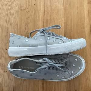Superfina skor från Superga som tyvärr inte kommer till användning! Vår/sommarskor 🌟