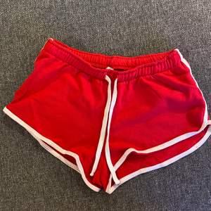 Röda mjukis shorts i storlek S. Som nyskick.💕💕