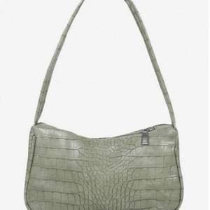 En grön liten väska från Zaful och oanvänd.