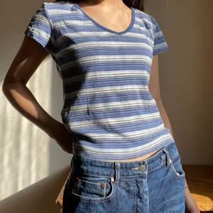 Jättesöt T-shirt köpt secondhand, köparen står för frakt💕