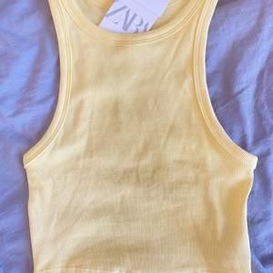 Säljer detta helt nyinköpta linne från Zara, prislapp sitter kvar