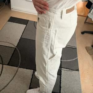 These Glory Days carpenter Manchester vita byxor från Volt! Köpta för ett tag sen men väldigt varsamt används.