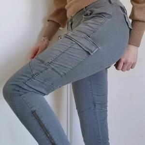 Bekväma låga jeans. Storlek S.