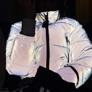 Ball reflexpuffer jacket köpt på Urban outfitters. Nypris:1100. Knappt använd och därmed som ny.