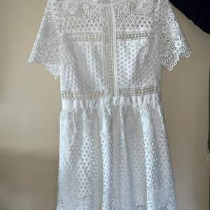 Hej, säljer en superfin klänning från By Malina, som är oanvänd! Perfekt till Student eller skolavslutning! Buda!!