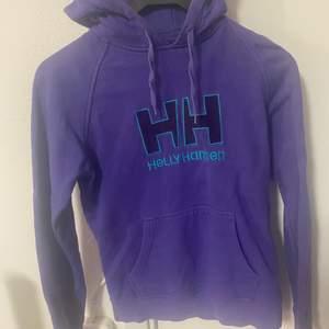 Lila helly Hansen tröja använd och i fint skick