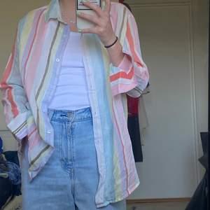 Superfin vår skjorta!! Frakt tillkommer :) storlek XS men känns som S