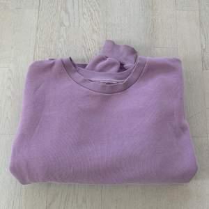 Jättesnygg tröja köpt från Gina Tricot. Lappen har jag klippt av. Strl S men är lite oversized.