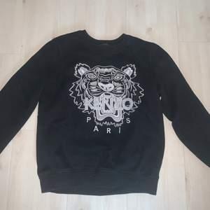 Kenzo sweatshirt (OBS fake!) i bra skick, passar XS/S.