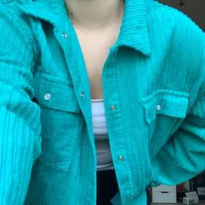 Säljer denna coola jacka/hoodie från Junkyard i storlek L. Använd ett fåtal gånger. Köparen står för frakten