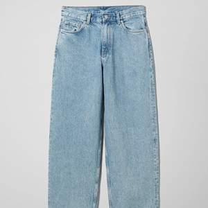 Säljer dessa jeans från Weekday. Endast använda en gång. Buda gärna privat!